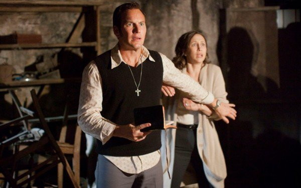 The-Conjuring-2s-Frightening-New-Main-Trailer-Brings-the-Warrens-Paranormal-Investigating-to-England
